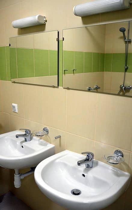Ciszterci Ház - Baja, közös fürdőhelyiség