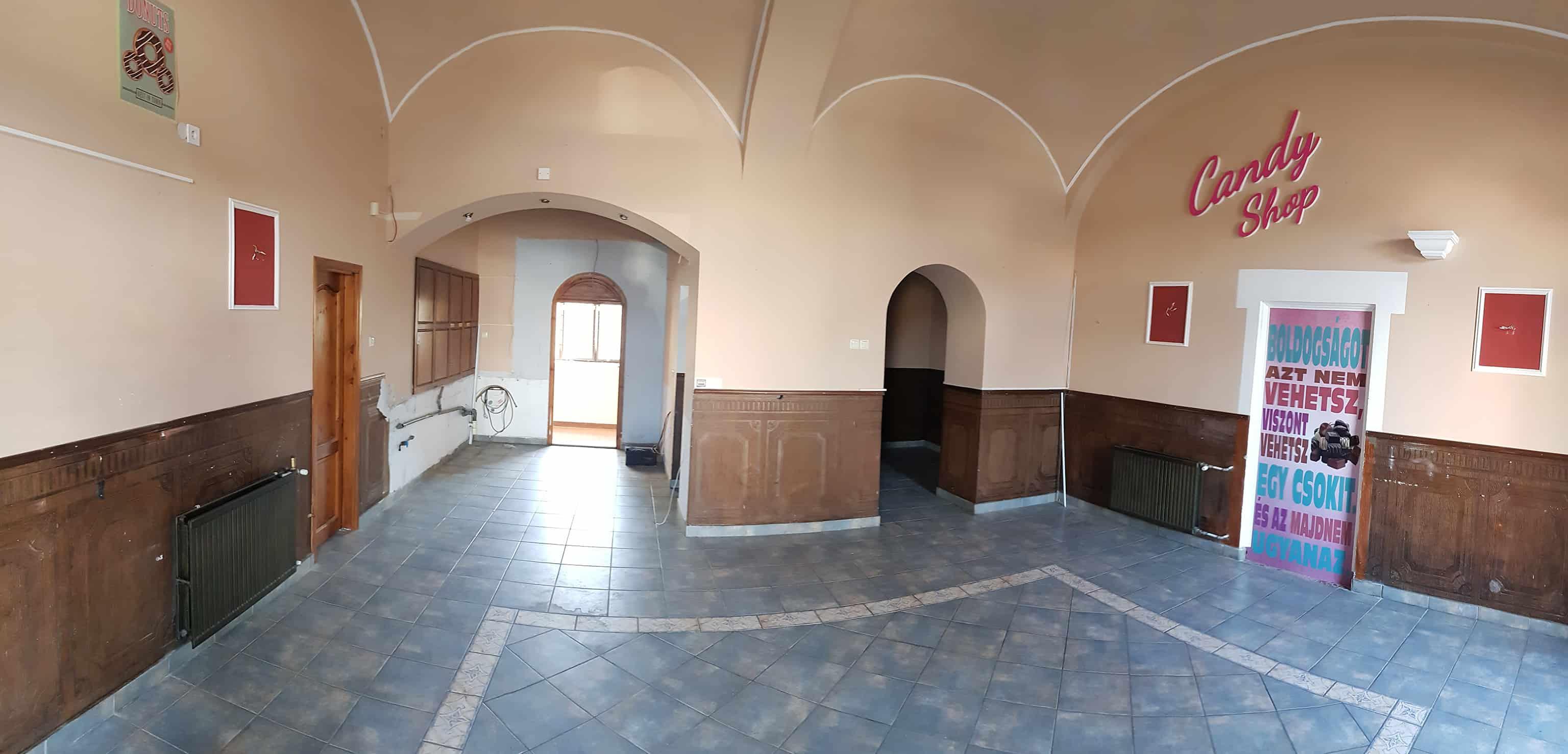 A Ciszterci Ház Baja földszinti üzletsorán kiadó üzlethelyiség